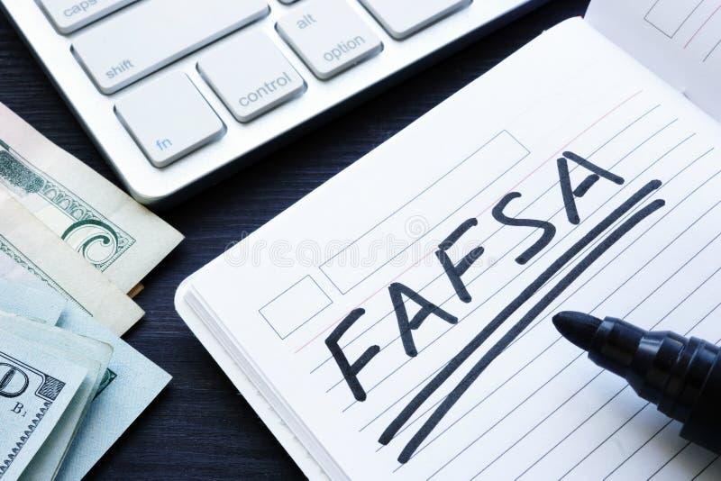 FAFSA handgeschrieben in einer Anmerkung Freie Anwendung für Bundesstudenten Aid lizenzfreies stockfoto