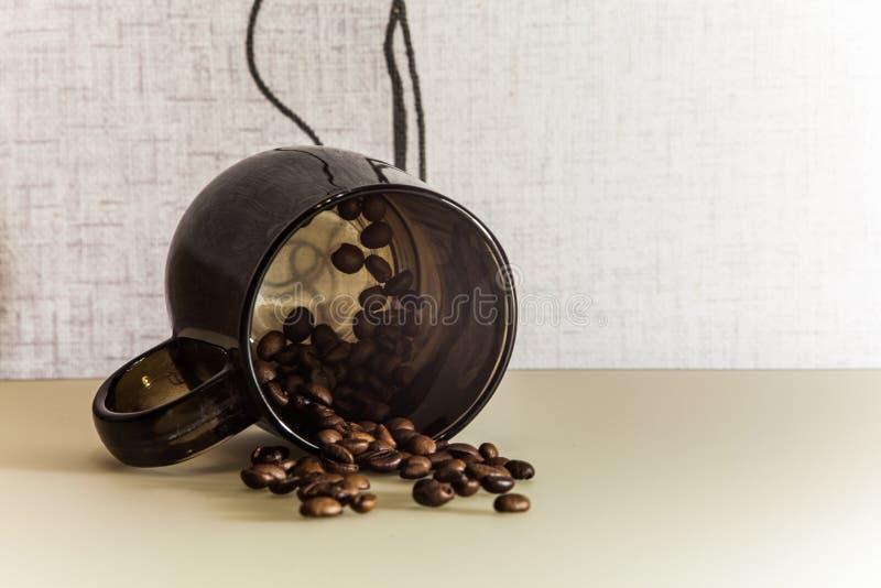 Fagioli di cofee e della tazza immagini stock