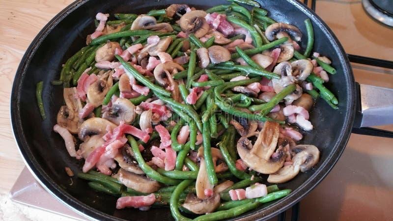 Fagiolini, funghi e bacon francesi fotografie stock
