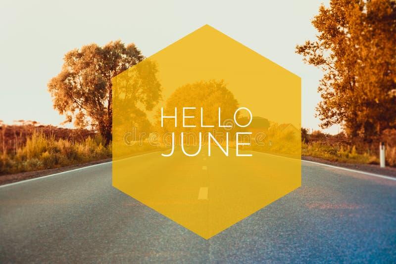 Fahne hallo Juni Text auf dem Foto Simsen Sie hallo Juni Neuer Monat Neue Jahreszeit Kalender 2012 Text auf Sonnenuntergangfoto stockfoto