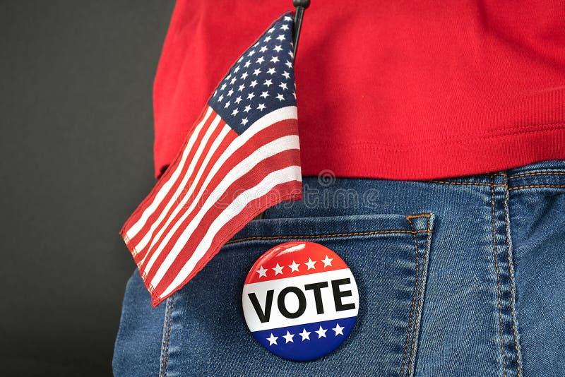 Fahne und Wählerstimmen in der Denimtasche lizenzfreie stockfotos