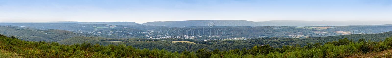 Fahnenmast-Bergpanorama stockbilder