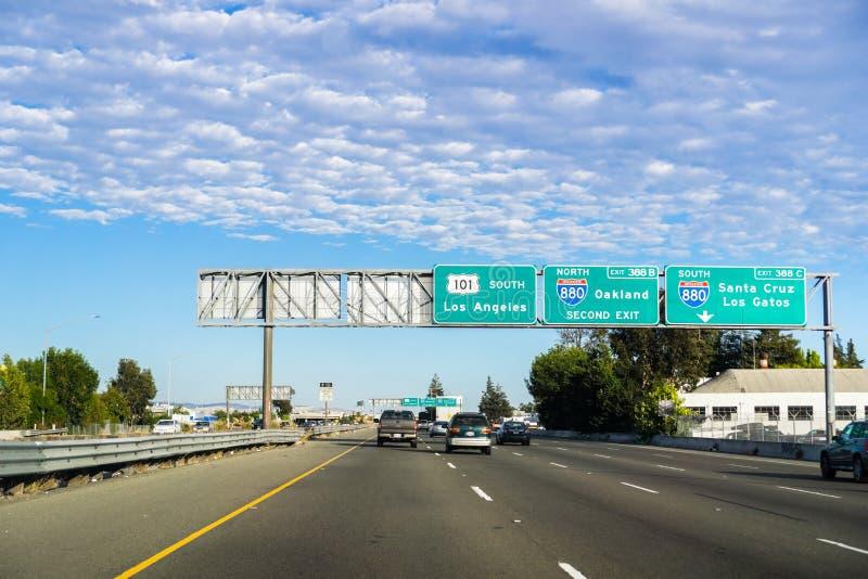 Fahren auf die Südautobahn 101 in Richtung zu Los Angeles stockbild