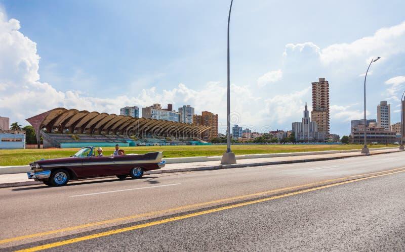 Fahren entlang Malecon-Straße in Havana City lizenzfreies stockfoto