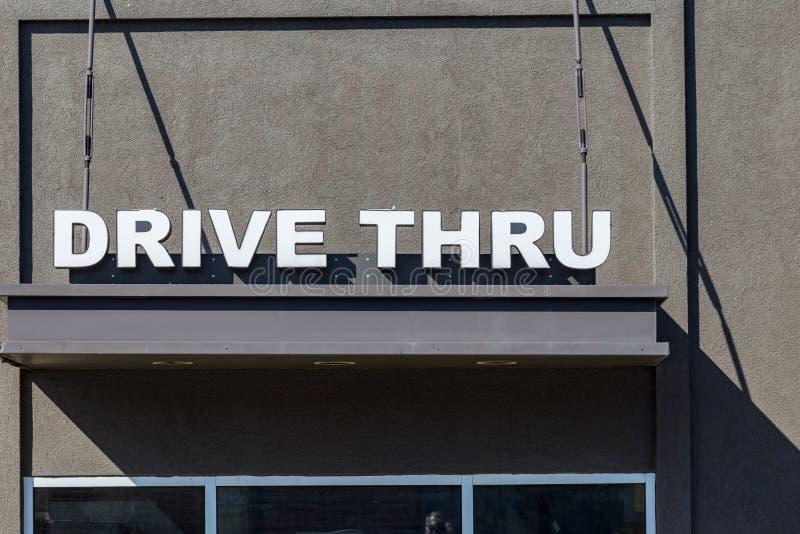 Fahren Sie durch Fenster-Zeichen stockfoto