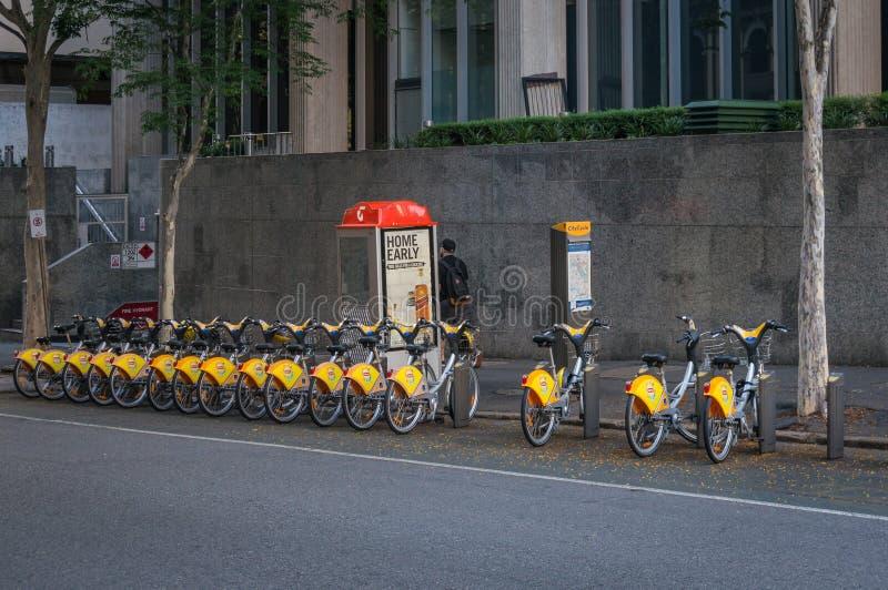 Fahren Sie Mietstation auf der Straße in Brisbane, Australien rad lizenzfreie stockfotos