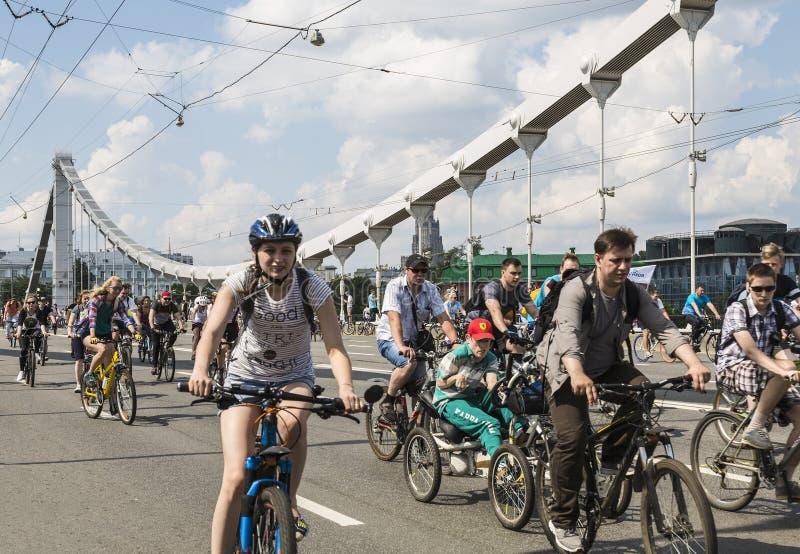 Fahren Sie Parade in Moskau zur Unterstützung der Radfahreninfrastrukturentwicklung, Moskau rad stockfoto