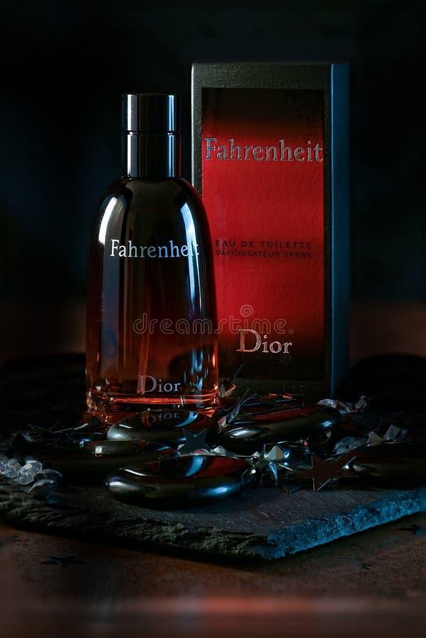 Fahrenheit Aftershaveledare arkivfoton