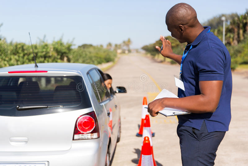 Fahrerparkauto lizenzfreies stockfoto