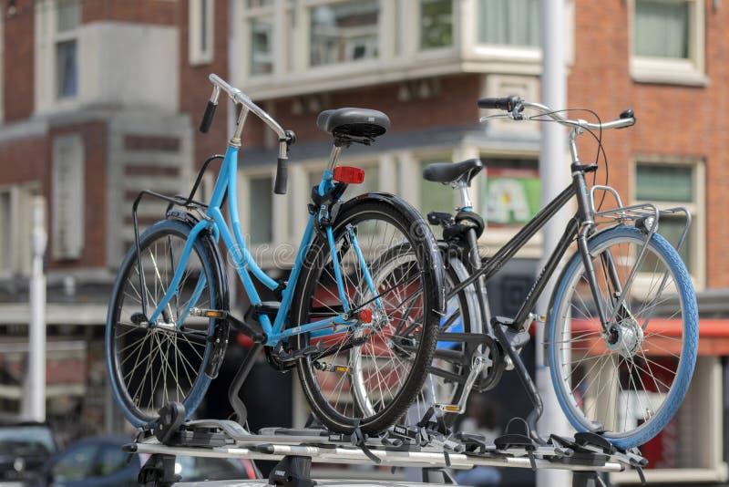 Fahrräder auf einer Swapfiets Company Cat Amsterdam Niederlande 12-6-2020 stockfotos