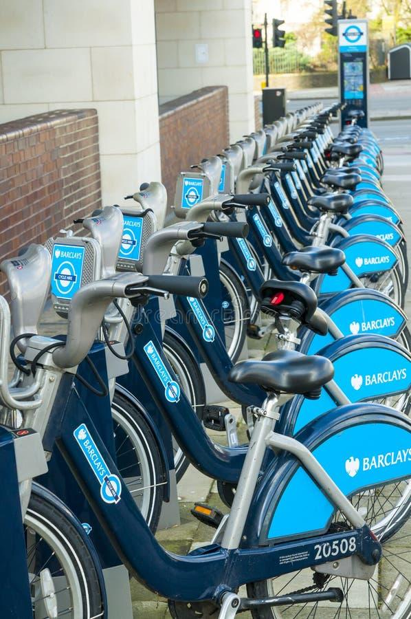 Fahrräder Barclays in London stockfotografie