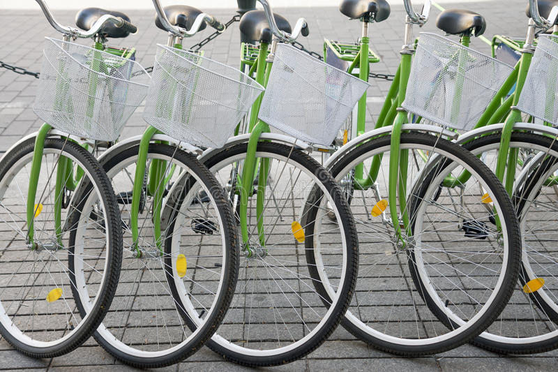 Fahrräder in Folge stockfoto