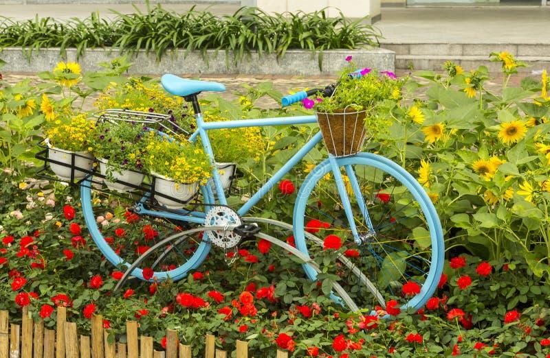 Fahrrad als Kunstdekoration stockfoto