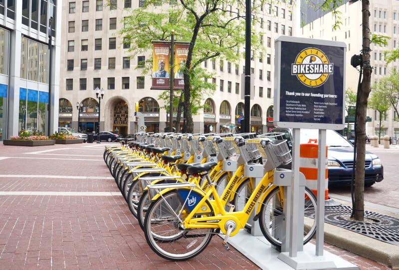 Fahrrad-Anteil-Indianapolis-Straßenansicht mit Zeichen stockfoto