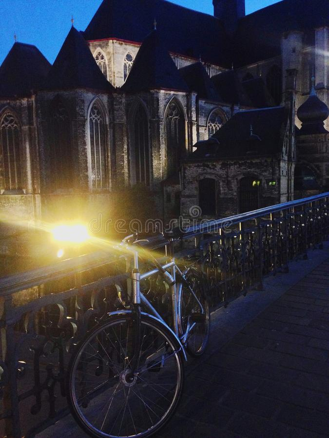 Fahrrad auf der Brücke stockfoto