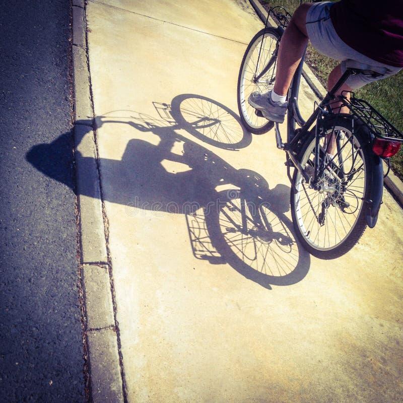 Fahrrad auf Zyklusweg lizenzfreie stockfotografie