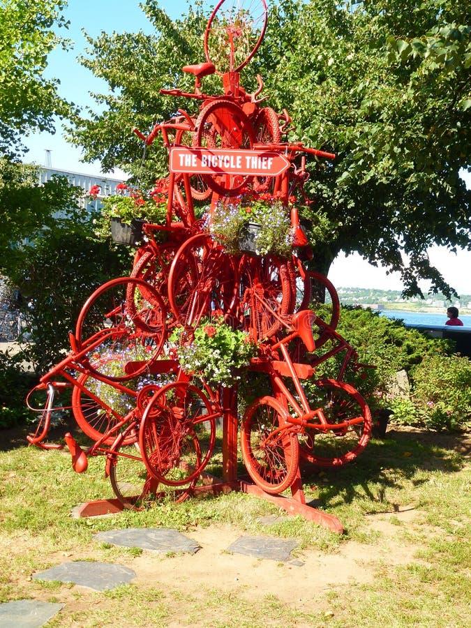 Fahrrad-Dieb Sculpture auf Halifax-Ufergegend in Nova Scotia lizenzfreie stockbilder