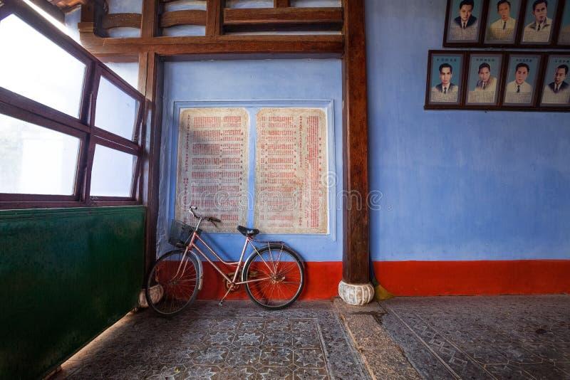 Fahrrad gegen in alte Stadt Hoi An, Vietnam lizenzfreie stockfotografie