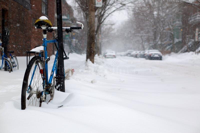 Fahrrad im Schnee stockfoto