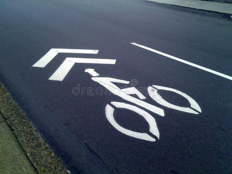 Fahrrad Sharrow gemalt auf Asphalt lizenzfreies stockbild