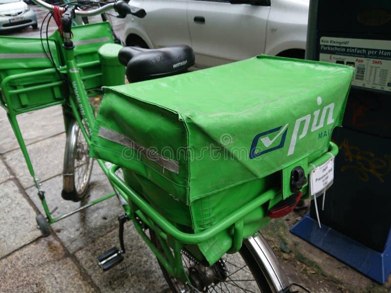 Fahrrad von Pin Mail-Postdienst stockfotografie