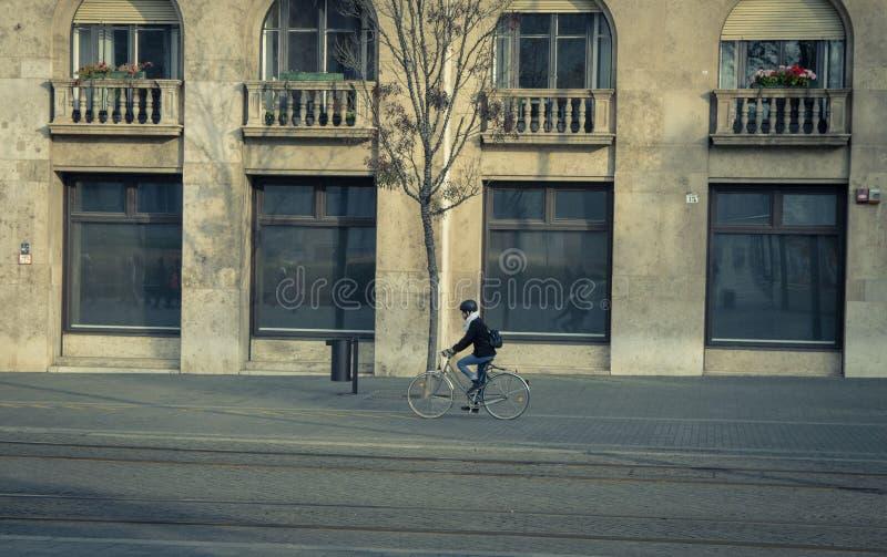 Fahrrad zum Roboter ist modern und nützlich stockfoto