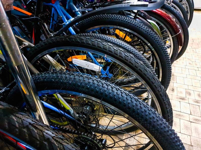 Fahrradfelgen in der Werkstatt Fahrräder in der Speichernahaufnahme stockbilder