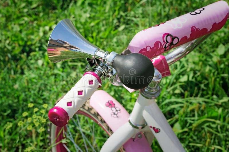 Fahrradfragment - ein ursprüngliches Tonsignal stockbilder