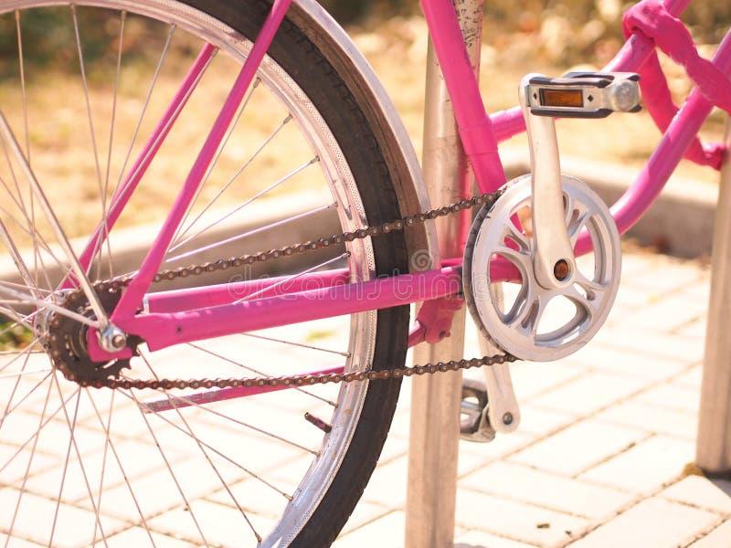 Fahrradkette und -pedale stockbilder