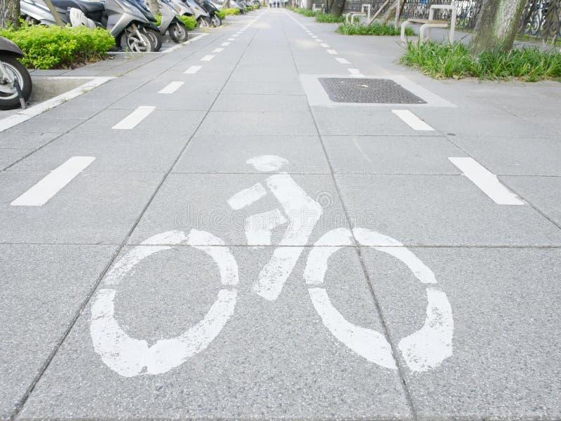 Fahrradmarkierung auf Bürgersteig lizenzfreie stockfotos