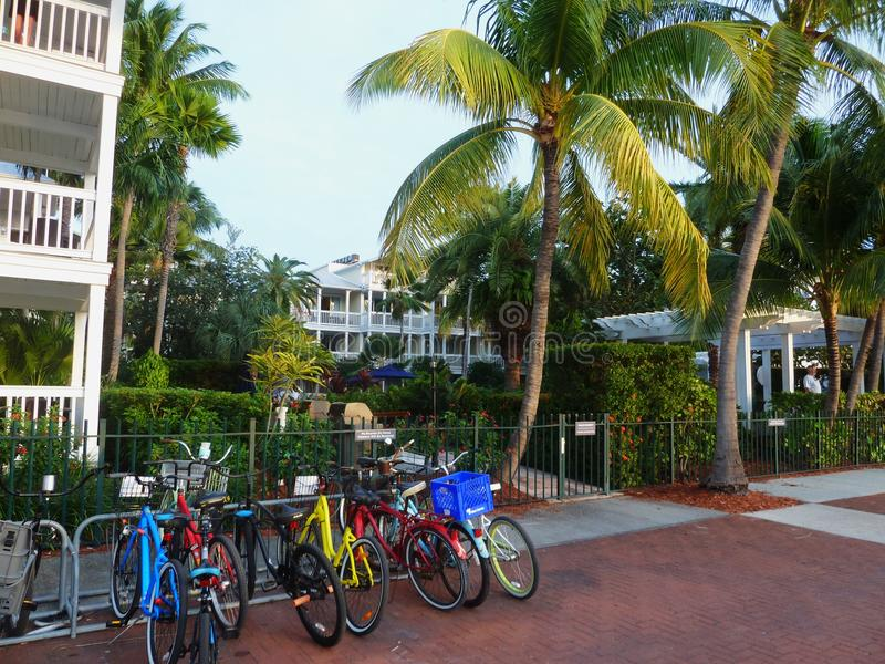 Fahrradparken im Hotel lizenzfreies stockbild