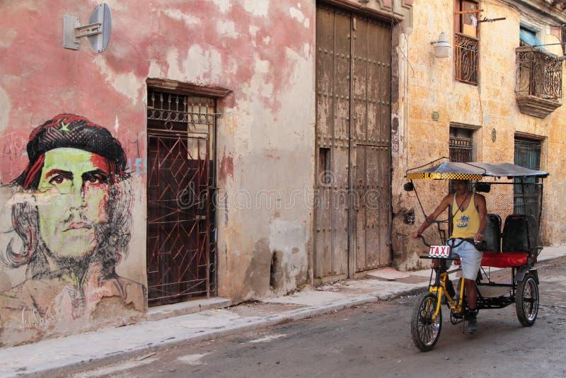 Fahrradtaxi in einer Straße von Havana stockfoto