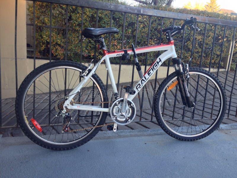 Fahrradverschluß auf Fahrrad stockfotografie