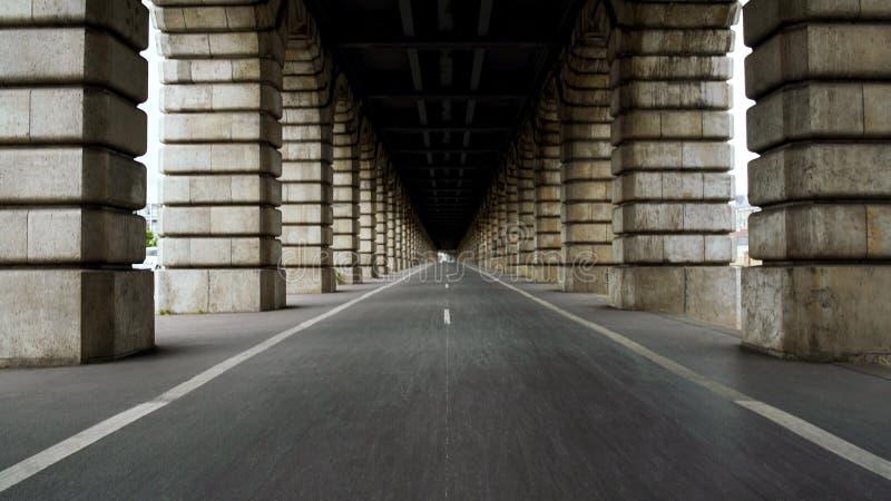 Fahrradweg auf berühmter Brücke Pont de Bercy über der Seine, Reise nach Frankreich stockbilder