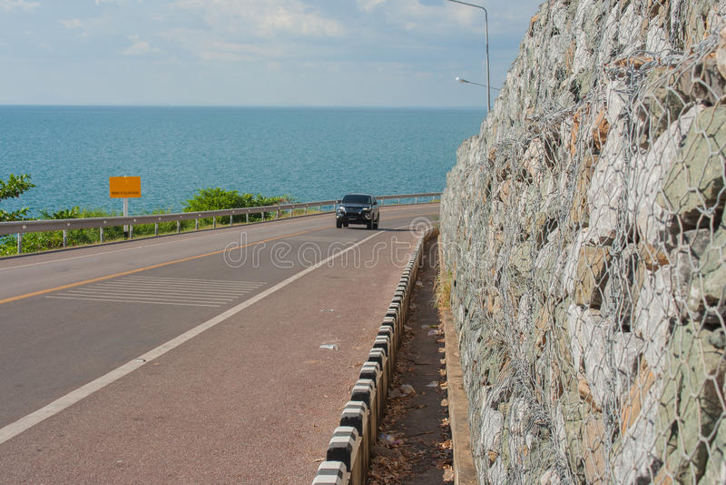 Fahrradweg mit Meerblick-Standpunkt der Straße entlang dem Meer bei Kung Wiman Bay lizenzfreies stockbild