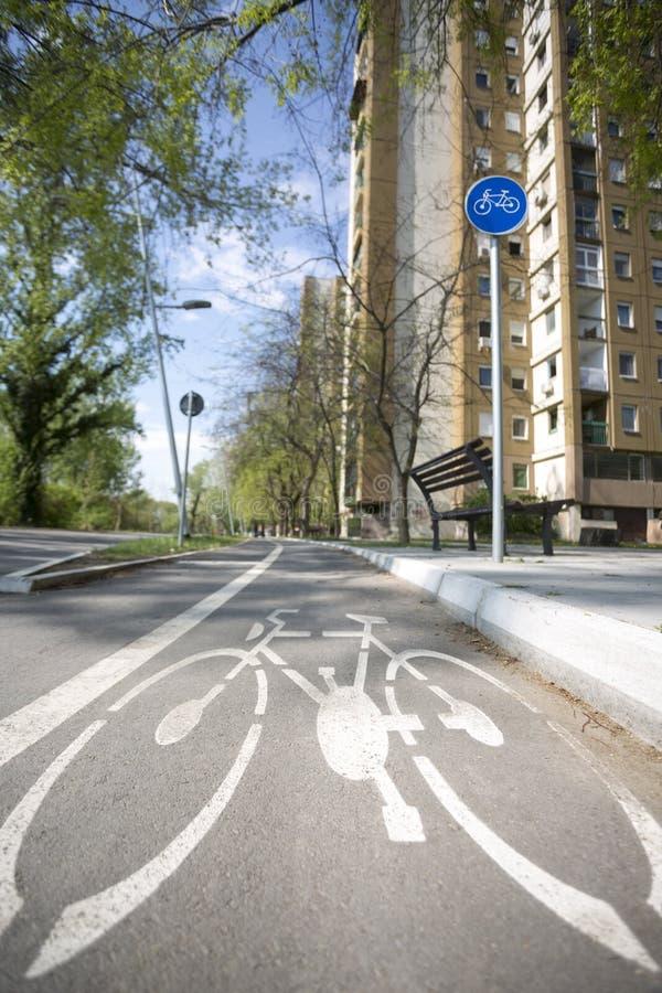 Fahrradzeichen auf Weg Fahren Sie Pfad rad stockfotos