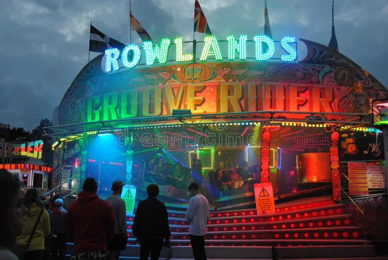Fahrt an einem Funfair Nachtzeit in Penzance Cornwall lizenzfreie stockbilder