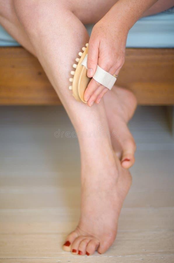 Fahrwerkbein-Massage stockfoto