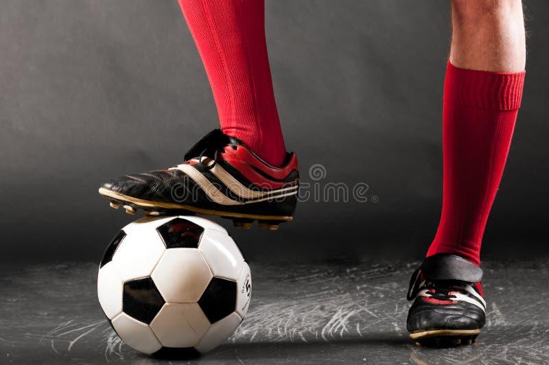 Fahrwerkbeine des Fußballspielers lizenzfreie stockfotos