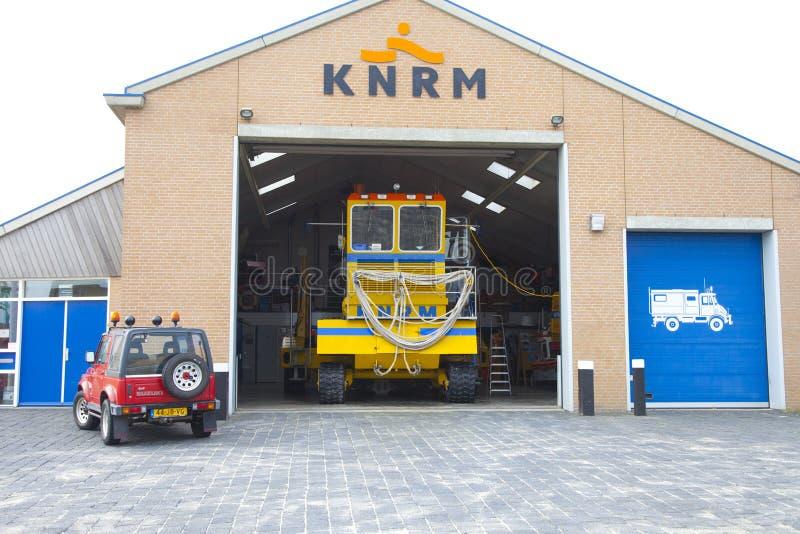 Fahrzeuge von KNRM Royal Dutch Safe Guard Company am Standort Wijk aan Zee nahe b lizenzfreie stockbilder