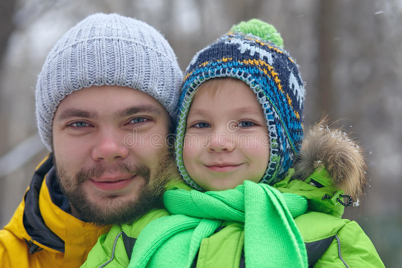 Fahter和他的小儿子 库存图片