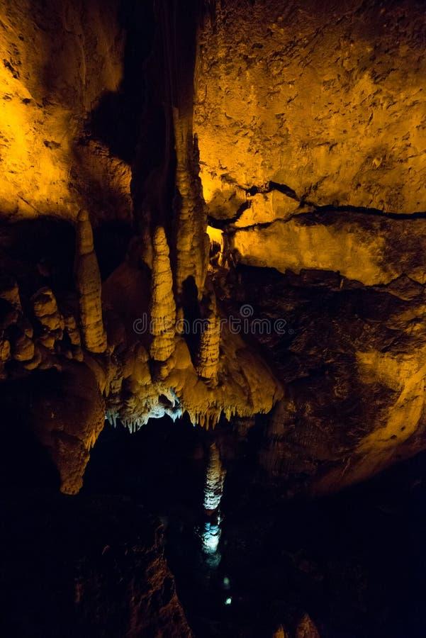 Faible texture en pierre de caverne Paysage souterrain des stalactites Alanya, Turquie photographie stock