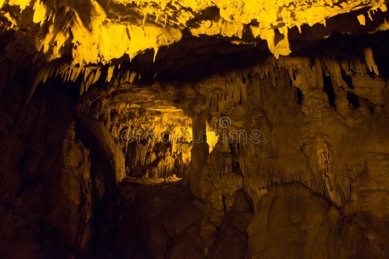 Faible texture en pierre de caverne Paysage souterrain des stalactites Alanya, Turquie photo stock
