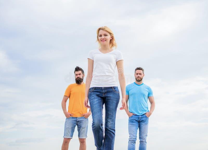 Faire avancer l'équipe masculine de soutien Ce qui fait le chef féminin réussi Les qualités de chef de fille possèdent naturellem photographie stock libre de droits