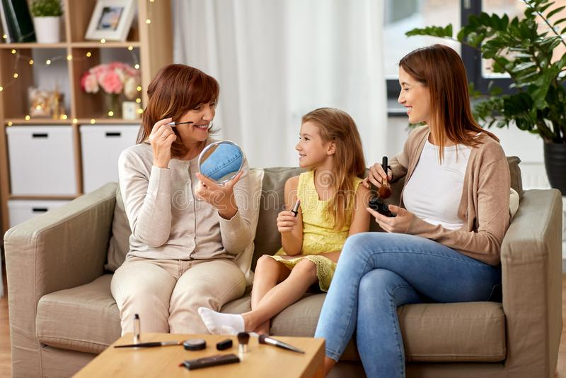 Faire de mère, de fille et de grand-mère composent photos stock