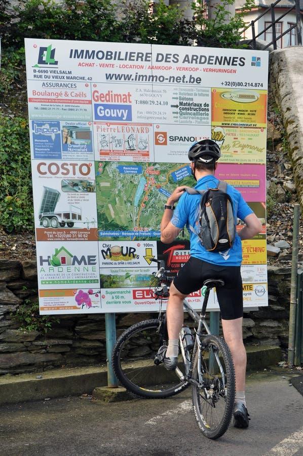 Faire du vélo images stock