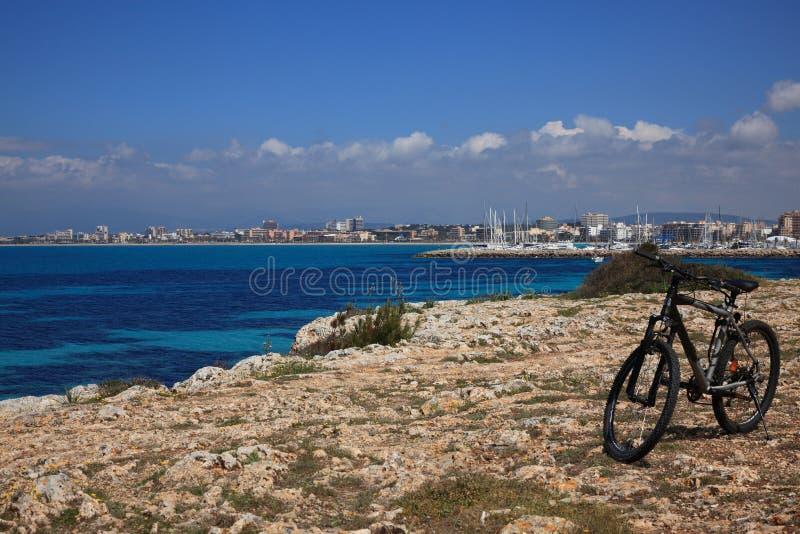 Faire du vélo méditerranéen image libre de droits