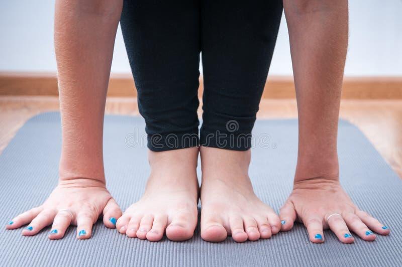 Faire le yoga photos libres de droits
