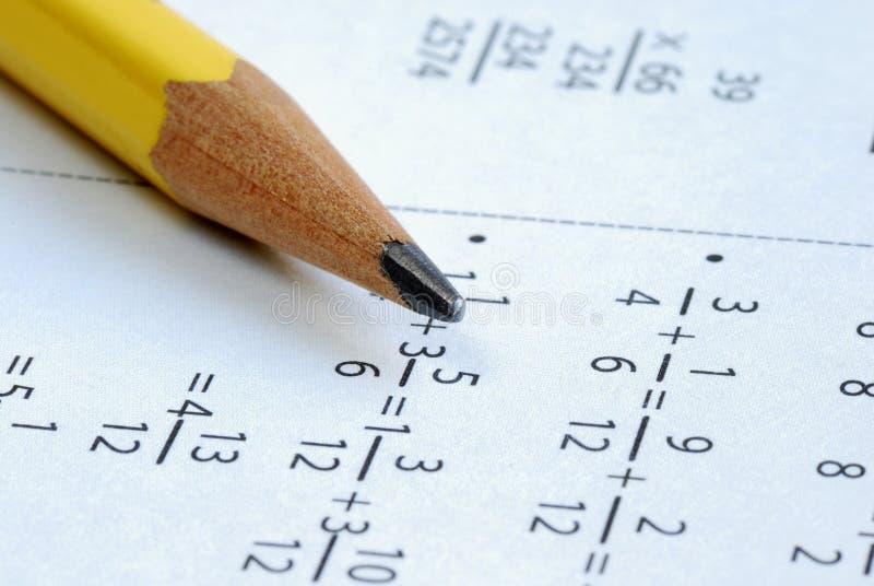 Faire quelques maths d'école de pente photo stock