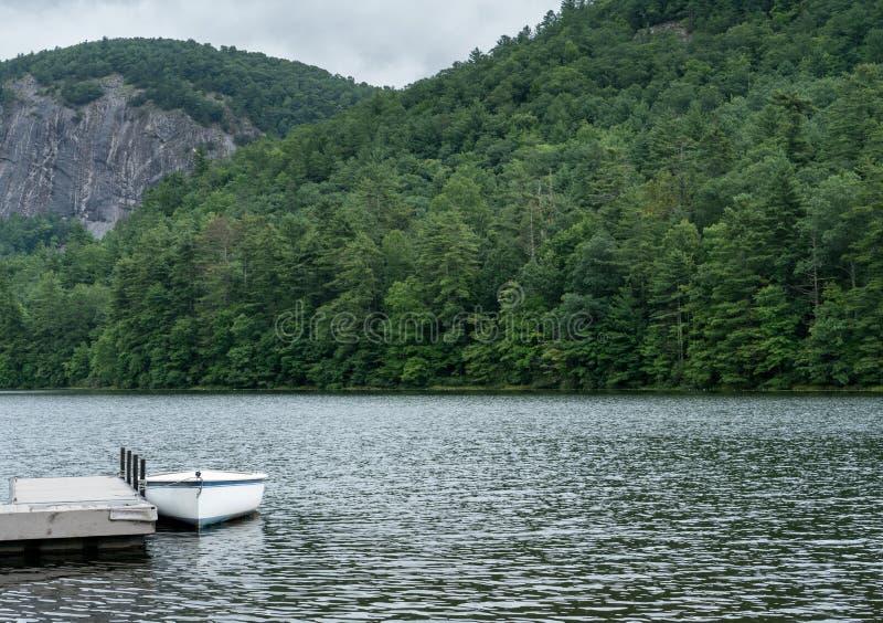 Fairfield Jeziorny pobliski szafir w Pólnocna Karolina fotografia royalty free